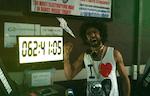 """DJ Smokin Joe Mekhael bricht in Sidney den Weltrekord im """"auflegen an einem Stück"""""""
