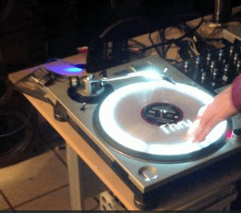 Video: Projektor Mappings auf TurntablesProjection mapping onto turntables