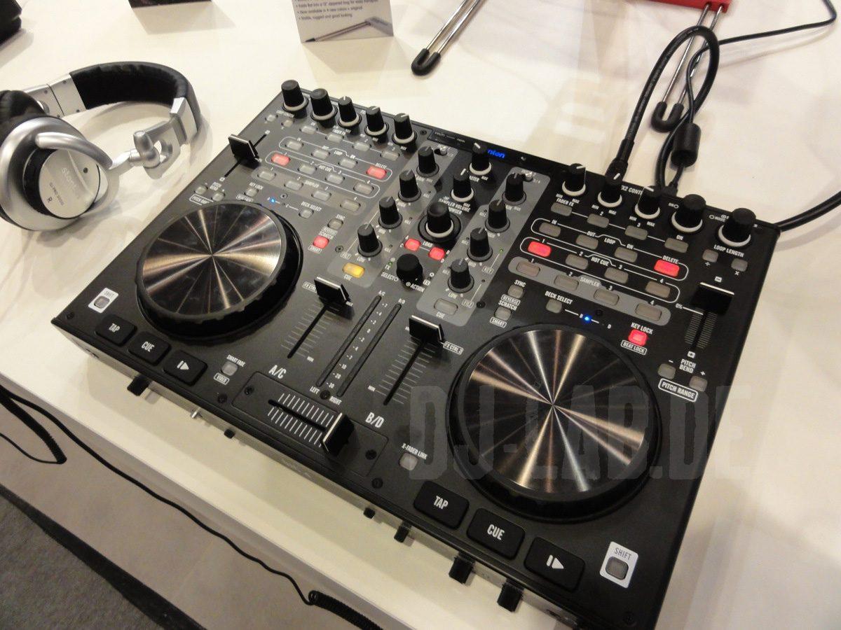 Stanton DJC.4 – 2-Deck Controller für Virtual DJ, Musikmesse 2012Stanton DJC.4 – 2-Deck Controller for Virtual DJ, Musikmesse 2012