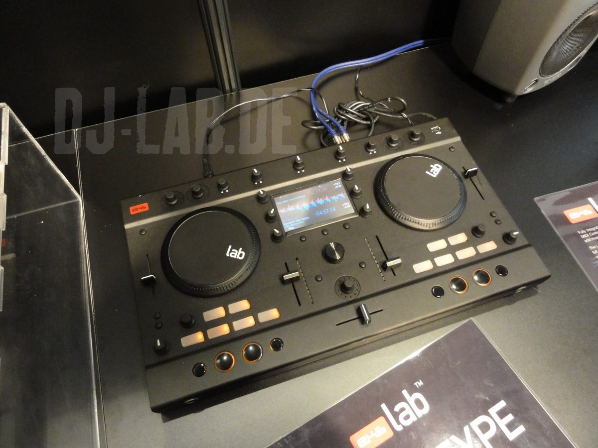 EKS The Lab - 2-Deck Mediaplayer Konsole, Musikmesse 2012EKS The Lab - 2-Deck Mediaplayer Konsole, Musikmesse 2012