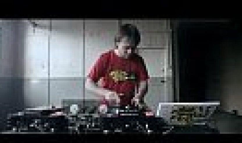 Video: DJ Switch vs. Denon DJ SC3900 'Digital Turntable'