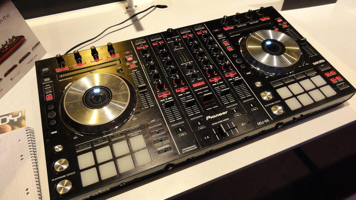 Neu Pioneer DDJ-SX – Serato DJ Flagschiff-Controller, BPM-Show 2012New Pioneer DDJ-SX – Flagshipcontroller for Serato DJ, BPM-Show 2012
