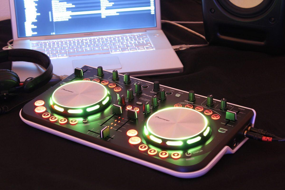 Test: Pioneer DDJ-WEGO DJ-ControllerReview: Pioneer DDJ-WEGO DJ-Controller