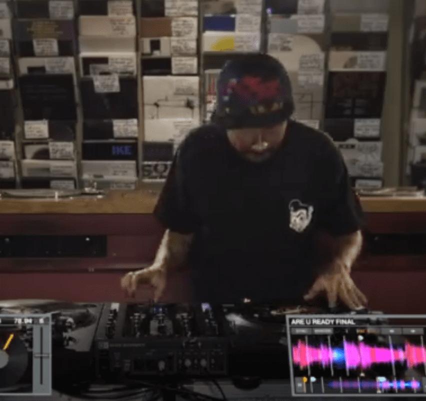 Video: DJ Craze Showcase mit Traktor Kontrol Z2 Video: Scratch legend DJ Craze on the Z2