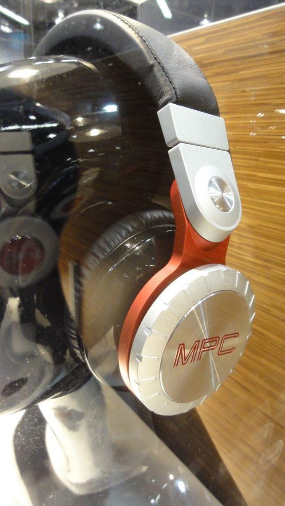 NAMM 2013: AKAI MPC Kopfhörer - MetallmonsterNAMM 2013: AKAI MPC Headphones