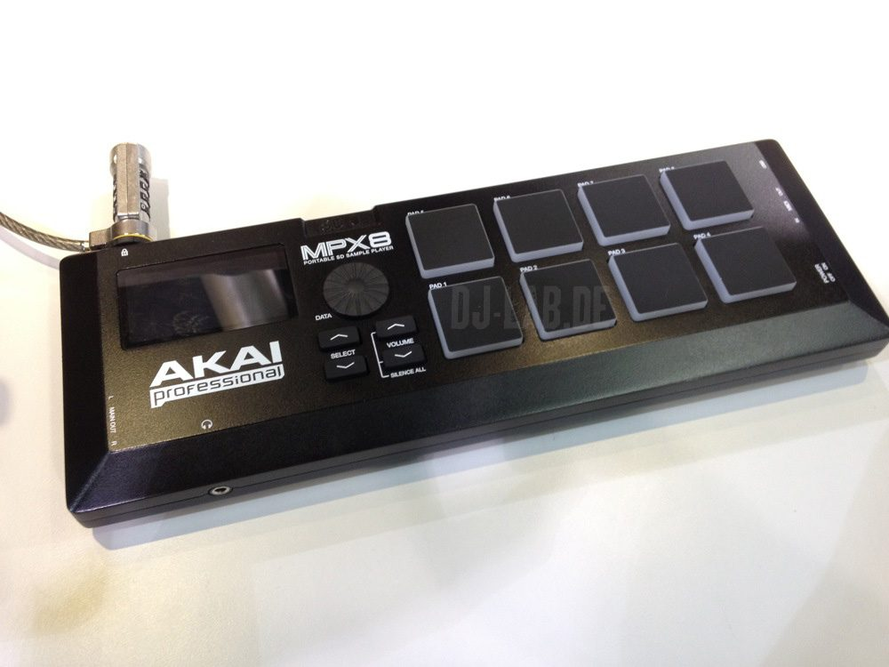 NAMM 2013: AKAI MPX8 – SD Sample Pad ControllerNAMM 2013: AKAI MPX8 – SD Sample Pad Controller