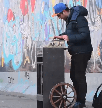 Video: DJ Shiftee unterwegs in Berlin mit Traktor DJ auf dem iPad Video: DJ Shiftee on the way with Traktor DJ and iPad