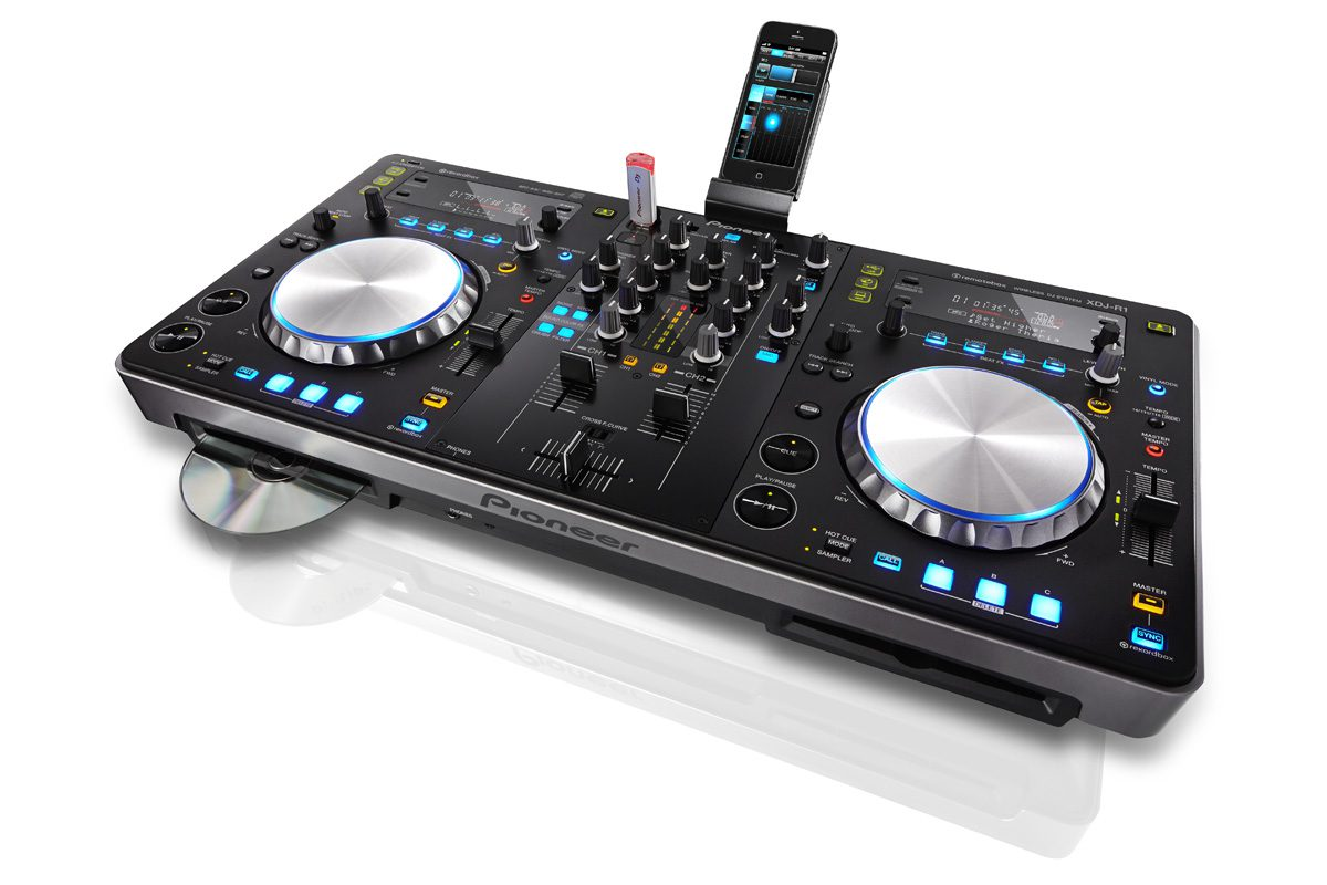 Pioneer XDJ-R1: USB-CD-Player & DJ-Controller mit iOS AnbindungPioneer XDJ-R1: All-in-One dj-controller & USB-CD-Player with remotebox