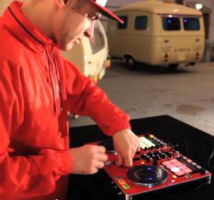 Video: DJ Rasp & DJ Top Bill Showcase mit dem Vestax VCI-380Video: DJ Rasp & DJ Top Bill routine with Vestax VCI-380