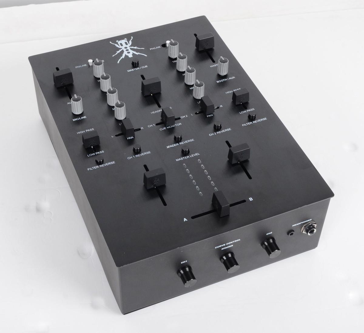 NAMM 2014: DJ Tech & Thud Rumble TRX – QBerts Kickstarter Battlemixer