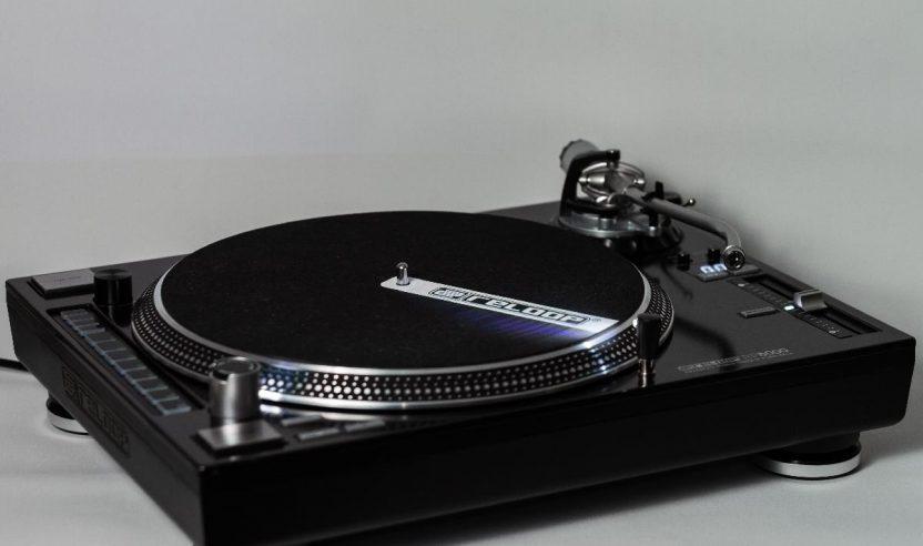Test: Reloop RP-8000 - Plattenspieler mit integriertem MIDI-Controller