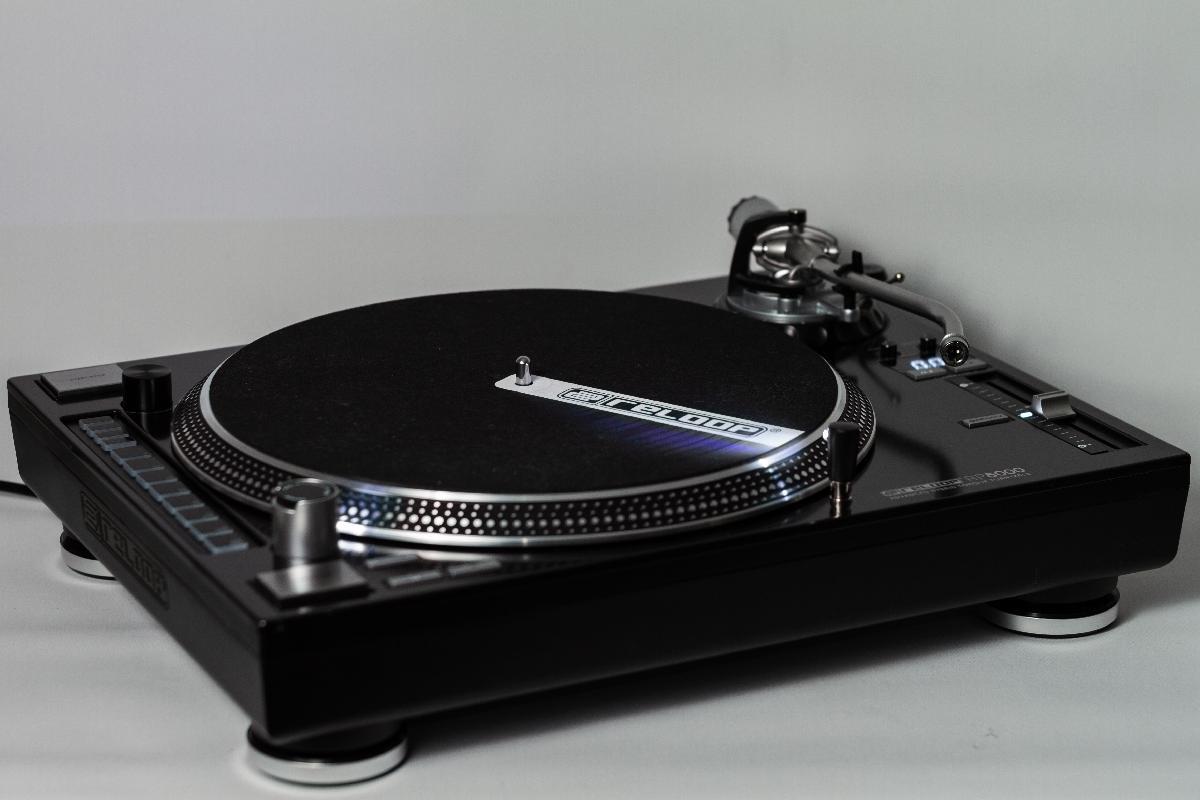 Test: Reloop RP-8000 – Plattenspieler mit integriertem MIDI-Controller
