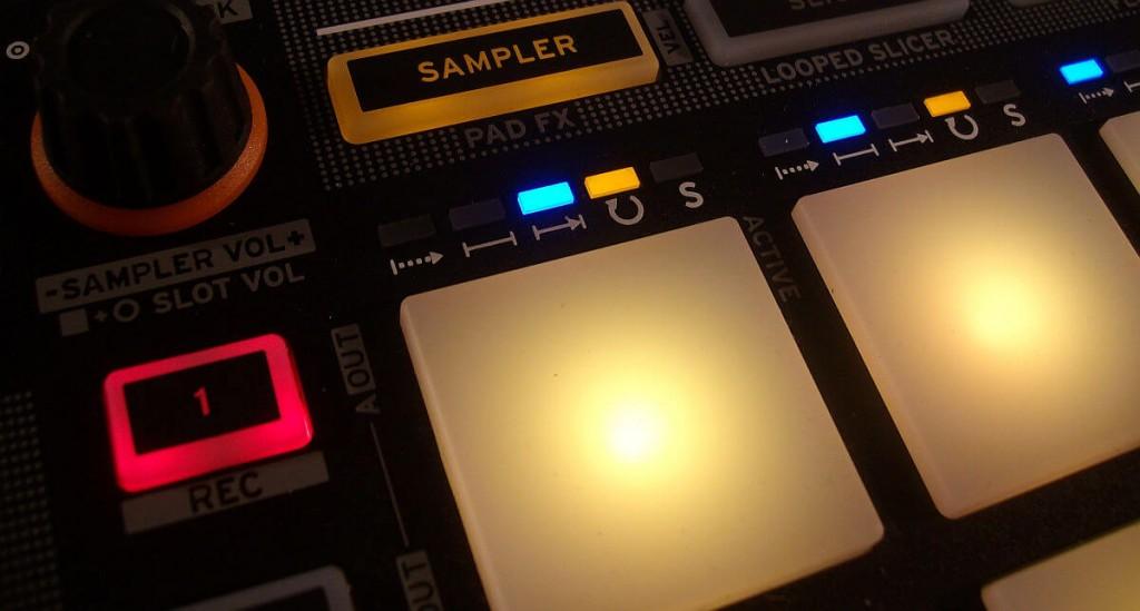 Reloop Neon Sampler