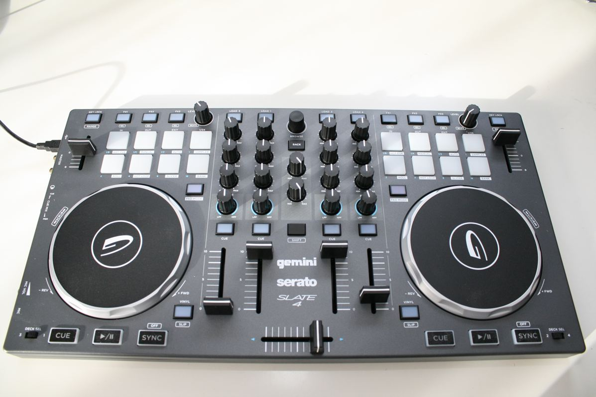Test: Gemini Slate 4 – Einstiegs-Controller für Serato DJ Intro
