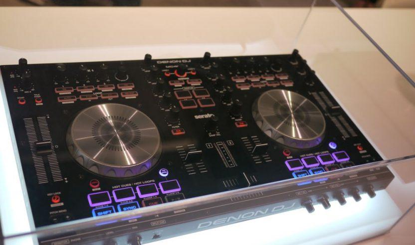Neu: Denon MC4000 - Controller für Mobile-DJs, NAMM 2015