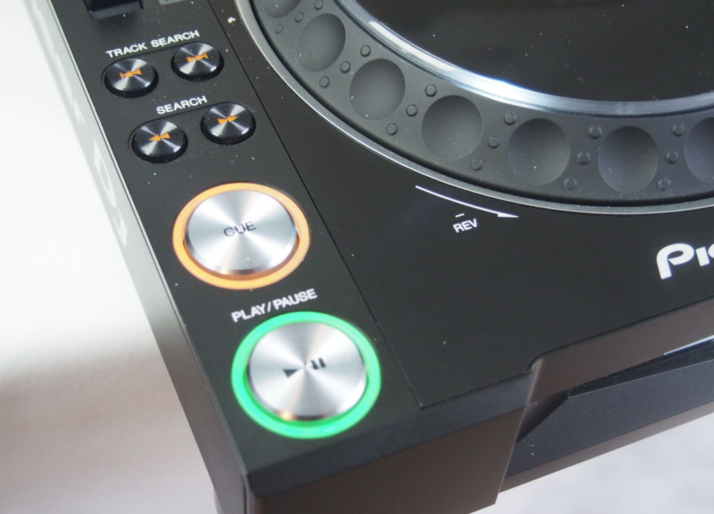 Pioneer CDJ-2000 NXS2 vs NXS