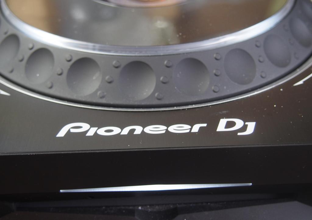 Pioneer CDJ-2000 NXS2 CD-Slot