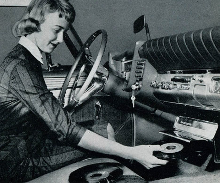 Vintage Turntable im Auto