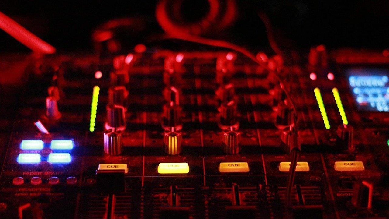 Wie finde ich den passenden DJ-Mixer?