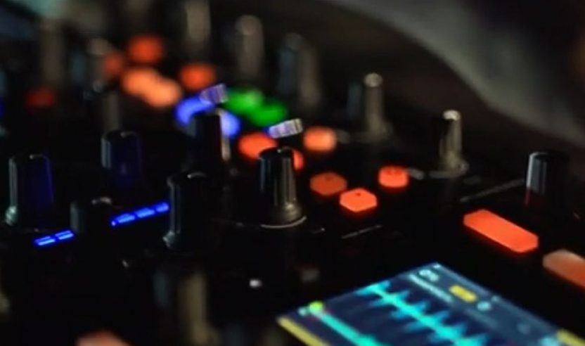 """TRAKTOR KONTROL S8 – """"Is Shaping Our Future"""""""