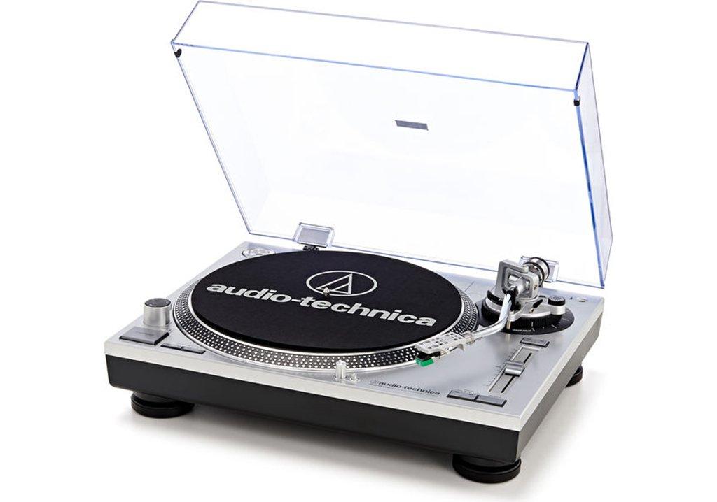 Der Audio-Technica AT-LP120USBHC ist ein typischer OEM Plattenspieler mit USB Anschluss im 1210er-Look