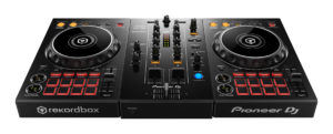 Pioneer DJ DDJ-400 DJ Controller in der Schrägsicht.