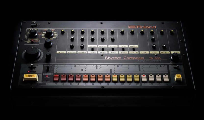 Roland feiert den 808-Day – Mit einem Bier, Sneaker und Gratis-Vinyl
