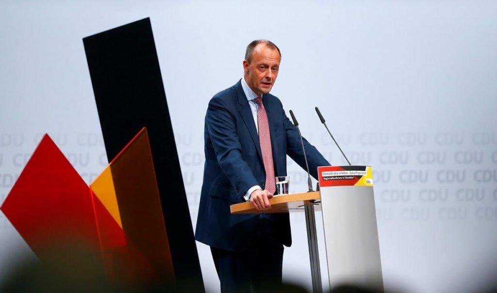 Friedrich Merz: Club-Türsteher durch Polizisten ersetzen?