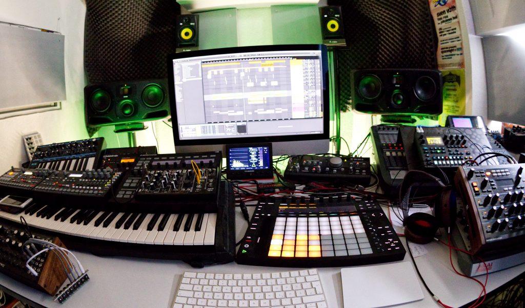 Techno-Mastering: 2pole Studio.