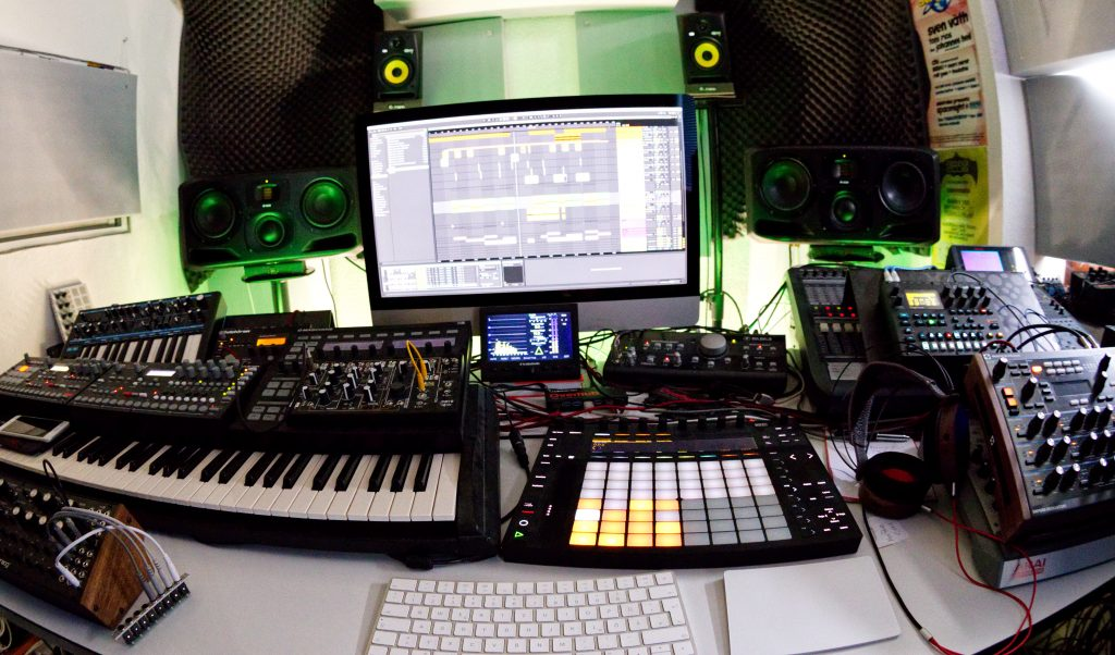 2pole Studio.