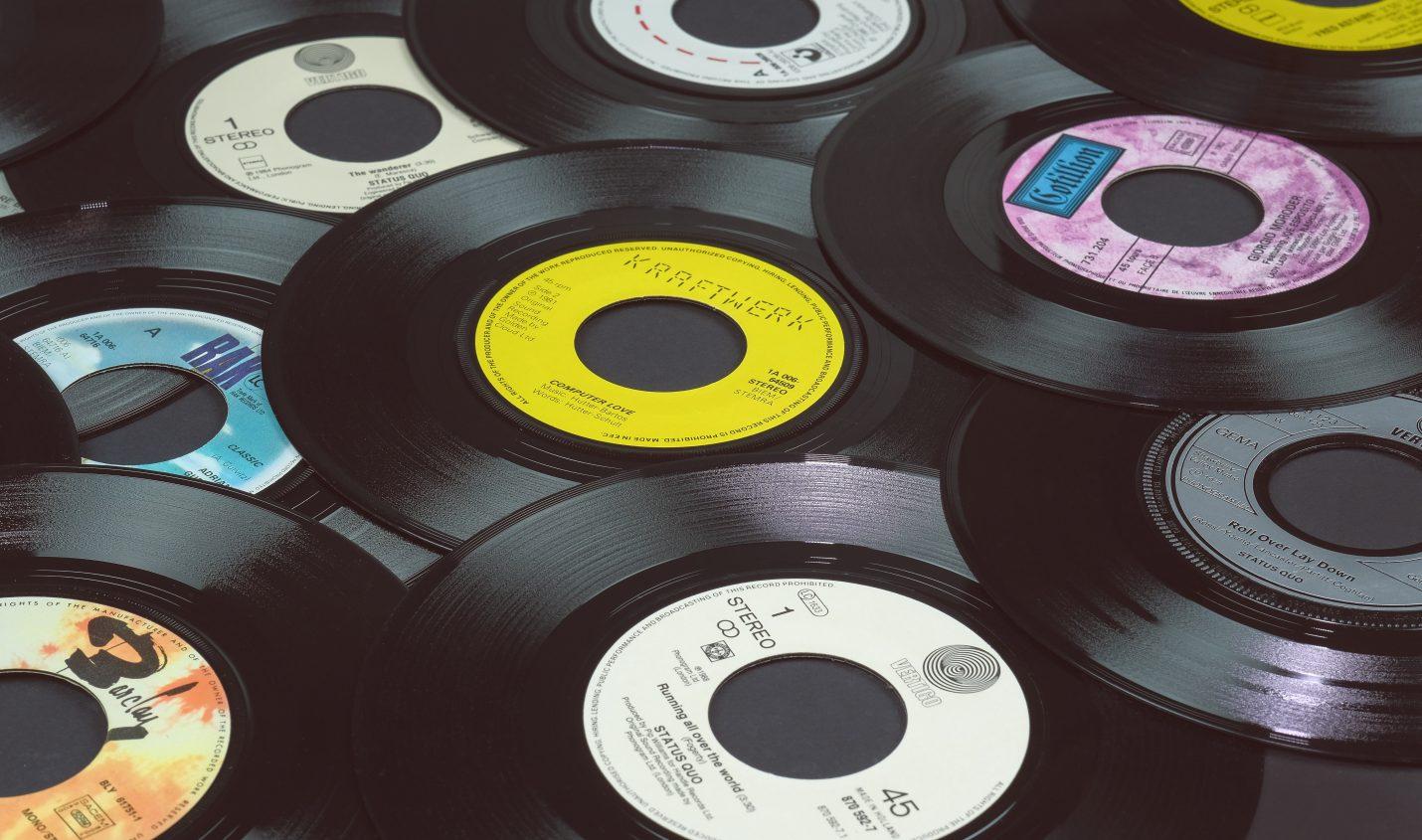 USA: Vinyl-Verkäufe erstmals seit 30 Jahren höher als Umsatz mit CDs