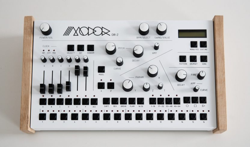 Modor DR-2: Drumsynthesizer und 128-Step Sequencer