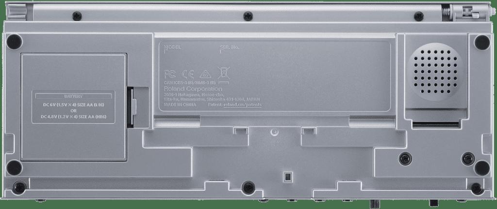Roland TR-06 von unten.