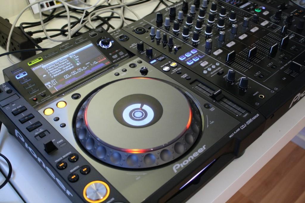 CDJ-2000 nexus im Set mit DJM-900 nexus Mixer