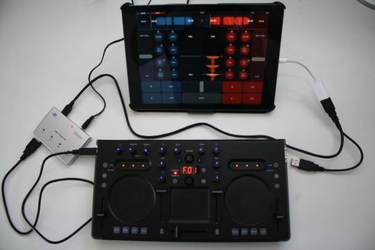 Zum Anschluss an ein iPad wird ein CC-Kit benötigt