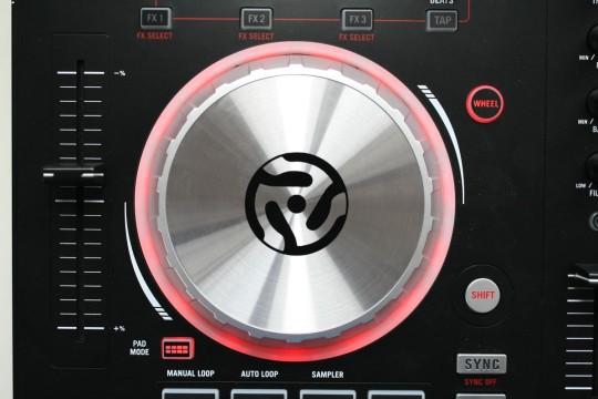 Numark Mixtrack Pro 3 - Das Ausstattungshighlight: Die Jog-Wheels