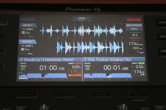Pioneer XDJ-RX - Farbdisplay mit vielen Informationen