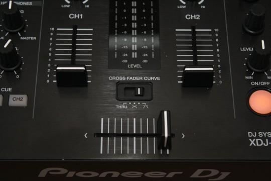 Pioneer XDJ-RX - Crossfader
