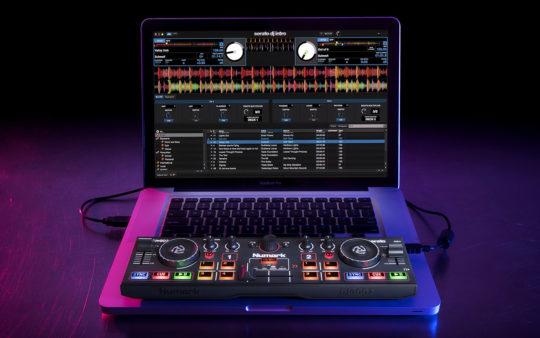 Numark_DJ2GO2_laptop