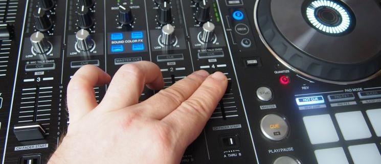 Pioneer_DDJ-RX_Review_rekordbox_Controller_Effekte