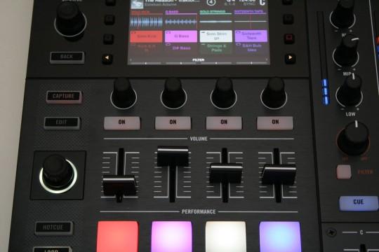 Traktor Kontrol S8 - Remix Decks